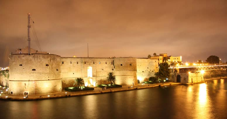 Castello Aragonese di Taranto di sera