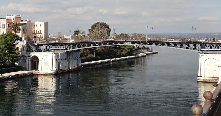Ponte girevole a Taranto