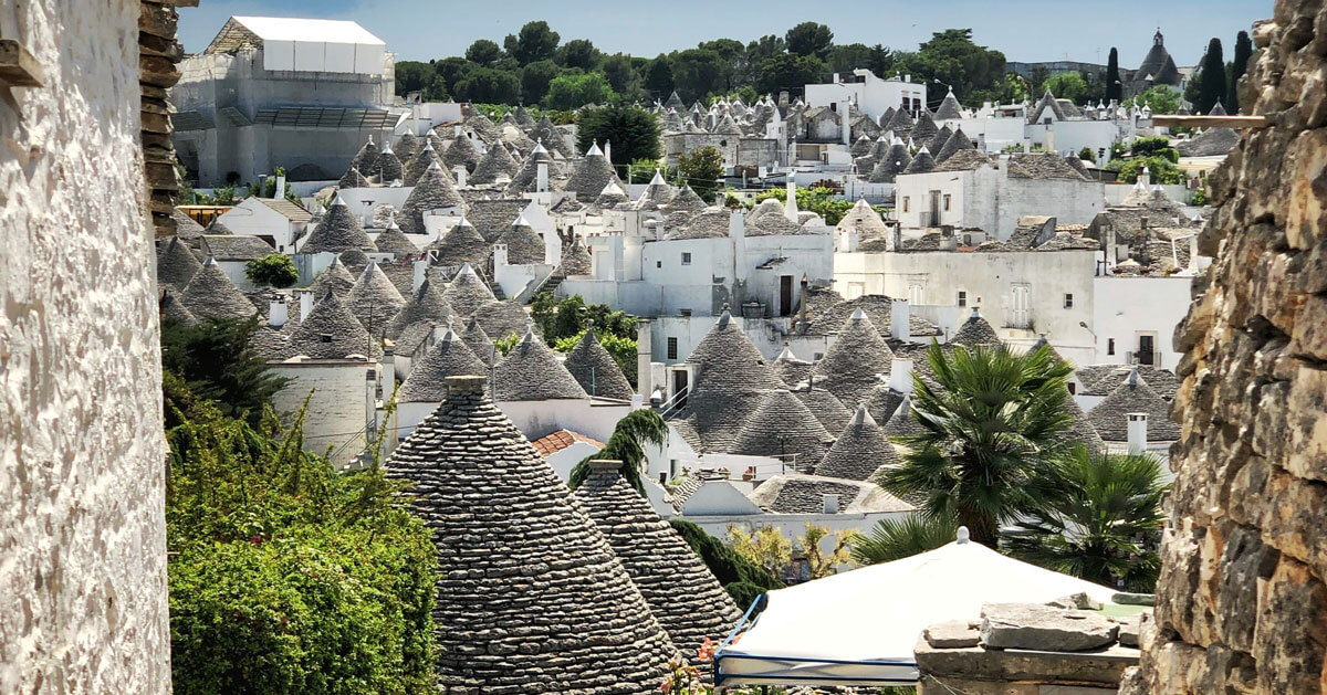 Alberobello vista trulli cover