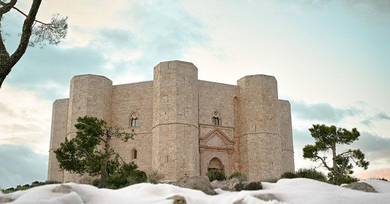 Castel del Monte innevato ad Andria