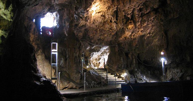 Interno di Grotta Smeraldo sul Gargano