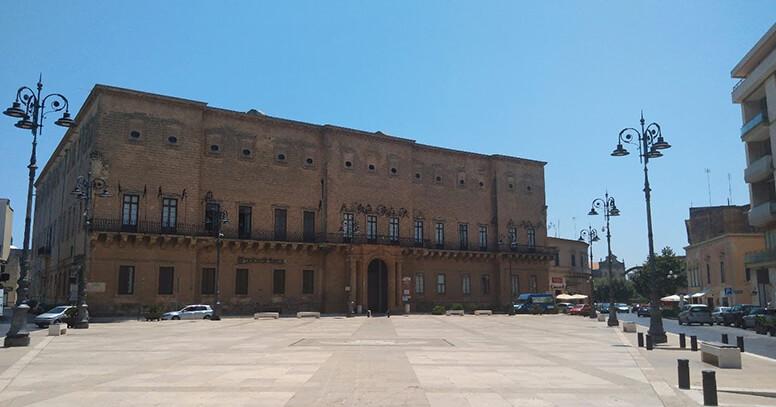 Piazza Giuseppe Garibaldi e Palazzo Imperiali-Filotico