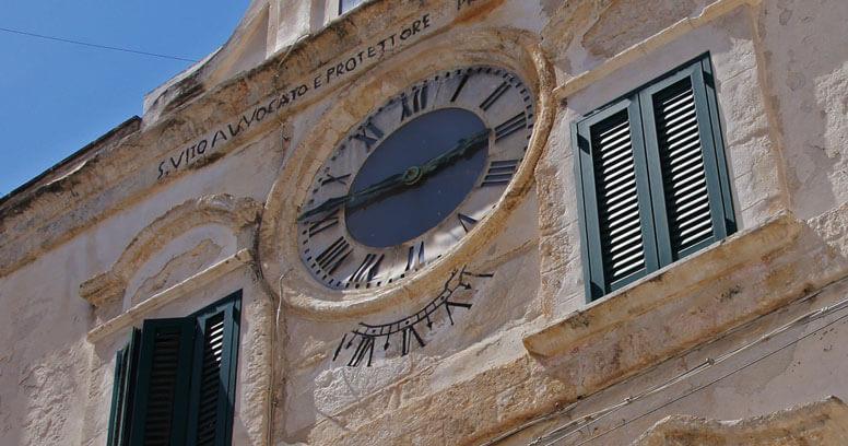 Palazzo orologio polignano a mare