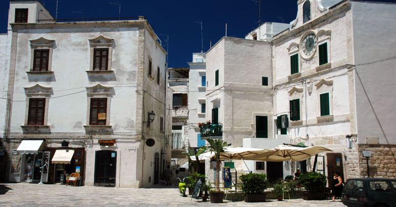 piazza vittorio emanuele II polignano a mare