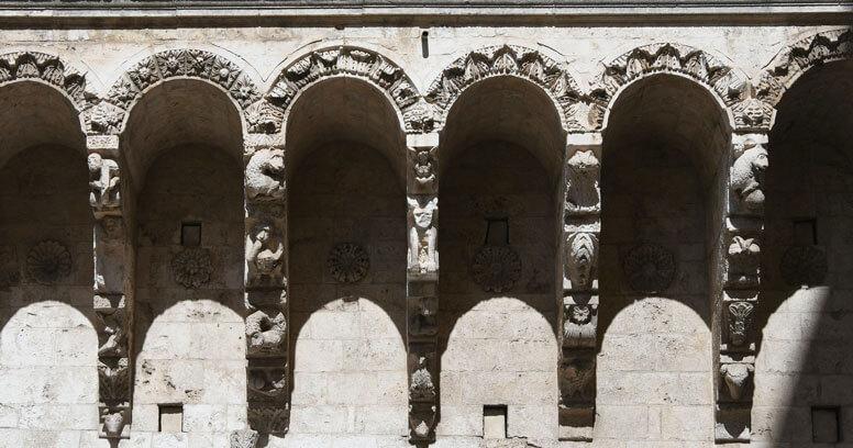 Dettaglio architettonico nel centro storico di Brindisi