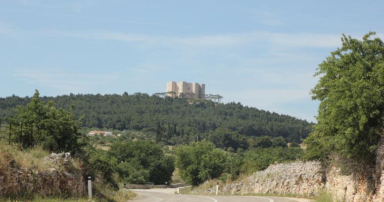 Castel del monte primavera